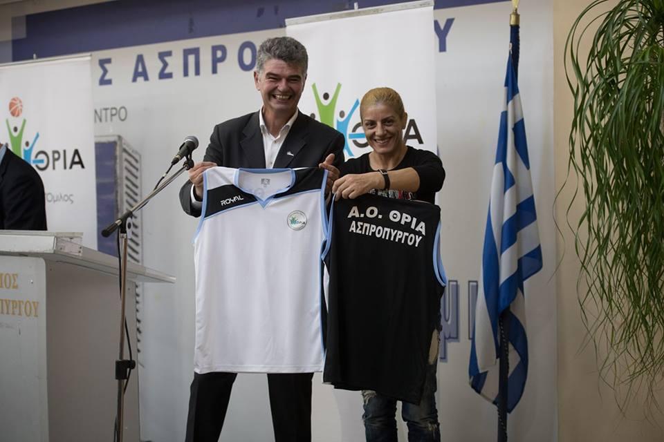 Η Βούλα Ζυγούρη παρουσιάζει την επίσημη εμφάνιση της ομάδας Basket του Αθλητικού Ομίλου ΘΡΙΑ ΑΣΠΡΟΠΥΡΓΟΥ